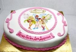 Детска торта с декорация Уинкс! От пандишпан, ванилов и шоколадов мус, безплатен надпис и кутия, 16 или 20 парчета, от сладкарница Сладост! - Снимка