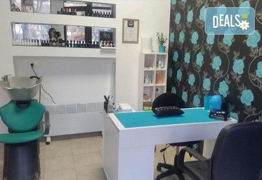 Класически или френски маниюр с гел лак Cuccio или Blue Sky, 2 красиви декорации, СПА терапия за ръце, включваща масаж и ексфолиант и сваляне на гел лак, в студио Beauty Vision! - Снимка 4