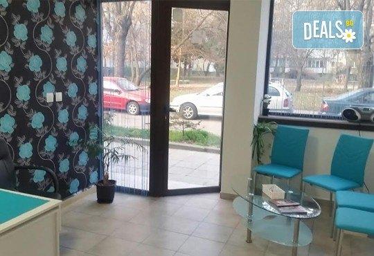 Класически или френски маниюр с гел лак Cuccio или Blue Sky, 2 красиви декорации, СПА терапия за ръце, включваща масаж и ексфолиант и сваляне на гел лак, в студио Beauty Vision! - Снимка 5