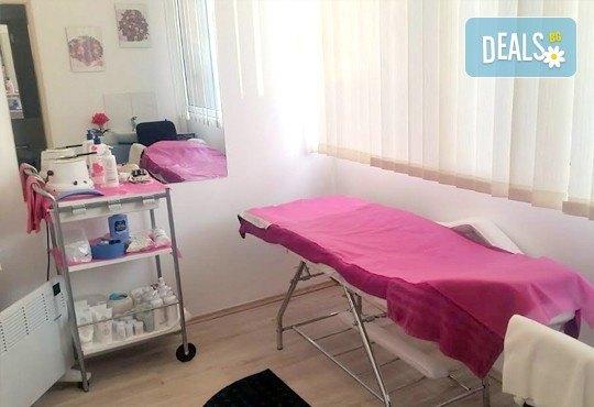 Класически или френски маниюр с гел лак Cuccio или Blue Sky, 2 красиви декорации, СПА терапия за ръце, включваща масаж и ексфолиант и сваляне на гел лак, в студио Beauty Vision! - Снимка 6