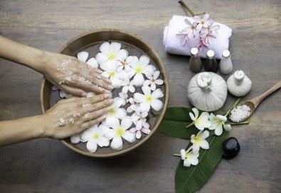 Класически или френски маниюр с гел лак Cuccio или Blue Sky, 2 красиви декорации и СПА терапия за ръце, включваща масаж и ексфолиант, в студио Beauty Vision! - Снимка