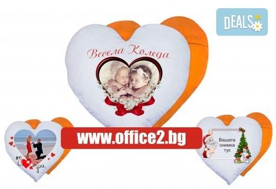 Подарете за празниците! Възглавница сърце със снимка на клиента и надпис пожелание от Офис 2 - Снимка 1