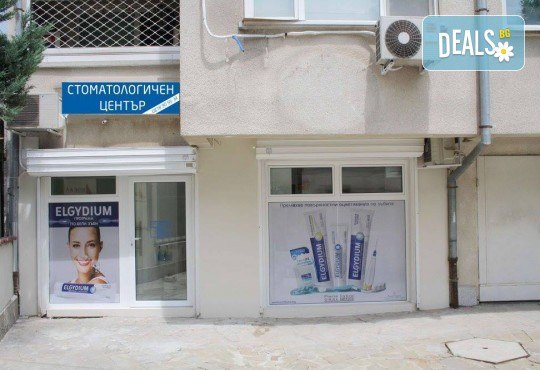 Професионално почистване на зъбен камък и полиране на всички повърхности с AirFlow, стоматологичен преглед и цялостен план за лечение в Dental Studio Perfect - Снимка 4