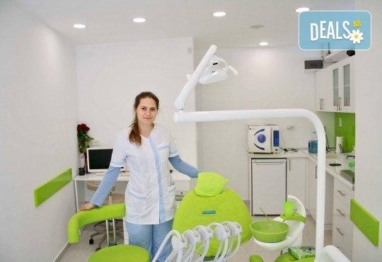 Професионално почистване на зъбен камък и полиране на всички повърхности с AirFlow, стоматологичен преглед и цялостен план за лечение в Dental Studio Perfect - Снимка 3