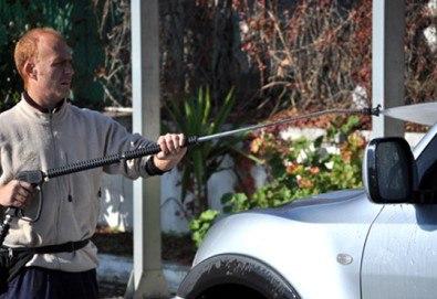 Комплексно измиване на лек автомобил с качествени италиански препарати Ma Fra и нанасяне на вакса от автомивка Лимон!