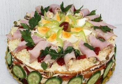 Солена торта с шунка, кашкавал, маслини и зеленчуци, размер по избор, от сладкарница Сладост! - Снимка