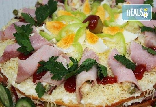 Солена торта с шунка, кашкавал, маслини и зеленчуци, размер по избор, от сладкарница Сладост! - Снимка 2