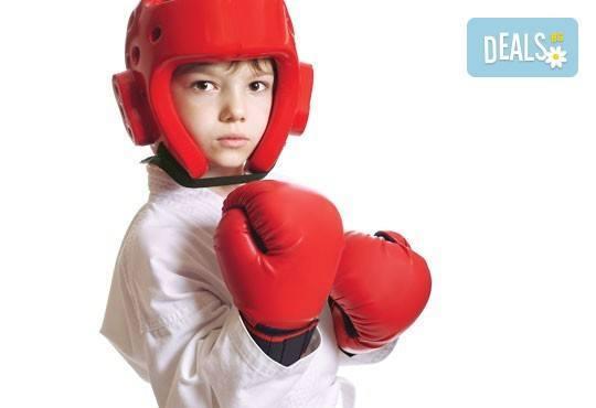 Сила и издръжливост! Пет тренировки по бокс и кикбокс за мъже, жени и деца на стадион Васил Левски в Боен клуб Левски! - Снимка 3
