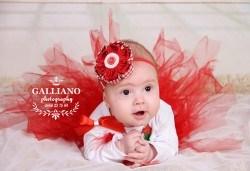 Идеалният подарък за празника! Професионална коледна фотосесия за бебета с 35 обработени кадъра от GALLIANO PHOTHOGRAPHY - Снимка