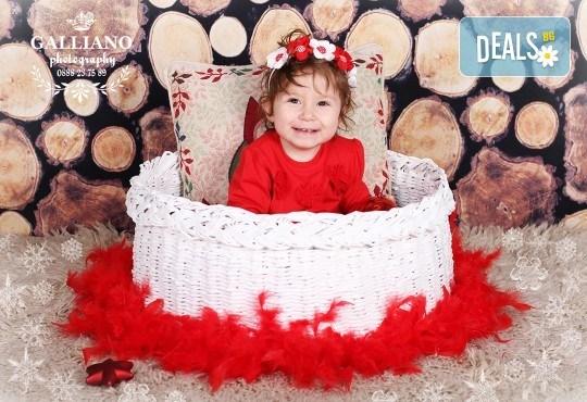 Идеалният подарък за празника! Професионална коледна фотосесия за бебета с 35 обработени кадъра от GALLIANO PHOTHOGRAPHY - Снимка 14