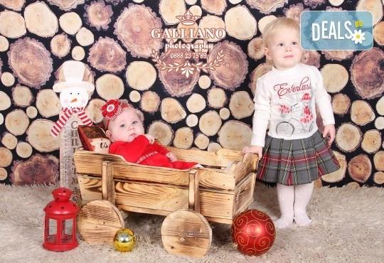 Идеалният подарък за празника! Професионална коледна фотосесия за бебета с 35 обработени кадъра от GALLIANO PHOTHOGRAPHY - Снимка 19