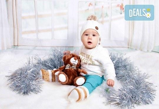 Идеалният подарък за празника! Професионална коледна фотосесия за бебета с 35 обработени кадъра от GALLIANO PHOTHOGRAPHY - Снимка 12