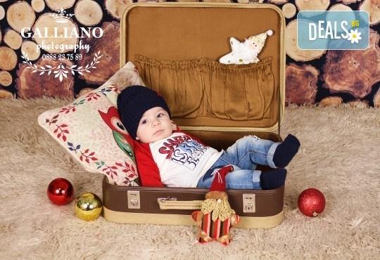 Идеалният подарък за празника! Професионална коледна фотосесия за бебета с 35 обработени кадъра от GALLIANO PHOTHOGRAPHY - Снимка 6