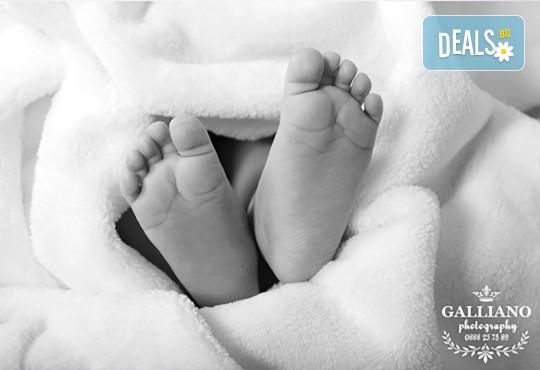 Идеалният подарък за празника! Професионална коледна фотосесия за бебета с 35 обработени кадъра от GALLIANO PHOTHOGRAPHY - Снимка 7