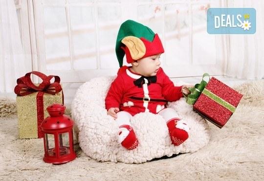 Идеалният подарък за празника! Професионална коледна фотосесия за бебета с 35 обработени кадъра от GALLIANO PHOTHOGRAPHY - Снимка 5