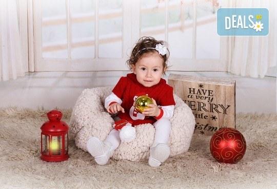 Идеалният подарък за празника! Професионална коледна фотосесия за бебета с 35 обработени кадъра от GALLIANO PHOTHOGRAPHY - Снимка 8