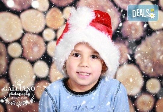 Подарете незабравим спомен! Детска коледна фотосесия с 35 обработени кадъра от GALLIANO PHOTHOGRAPHY - Снимка 7