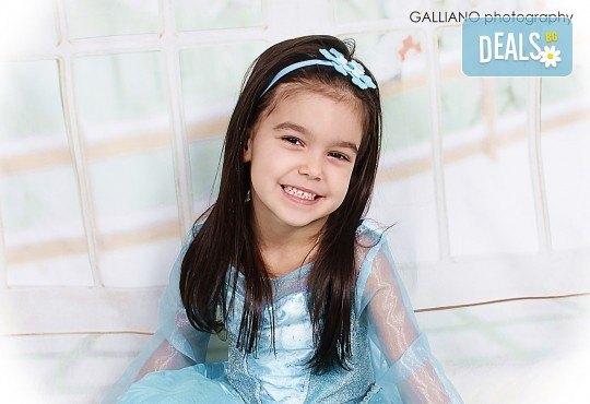 Подарете незабравим спомен! Детска коледна фотосесия с 35 обработени кадъра от GALLIANO PHOTHOGRAPHY - Снимка 5