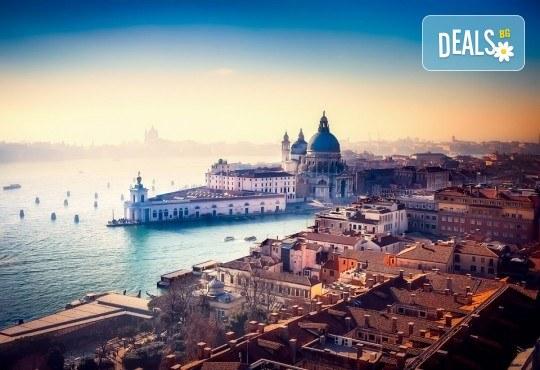 Коледна романтика във Венеция и Милано, Италия! Екскурзия с 3 нощувки със закуски, транспорт, екскурзовод и възможност за посещение на Сирмионе и Верона! - Снимка 1