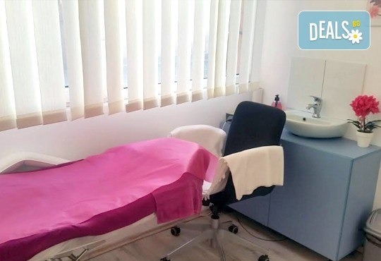 Подстригване, дълбока терапия за коса по избор - против пърхот, косопад, арганова, кератинова или с ботокс ефект, и оформяне на прическа със сешоар, преса или плитка в Beauty Vision! - Снимка 7