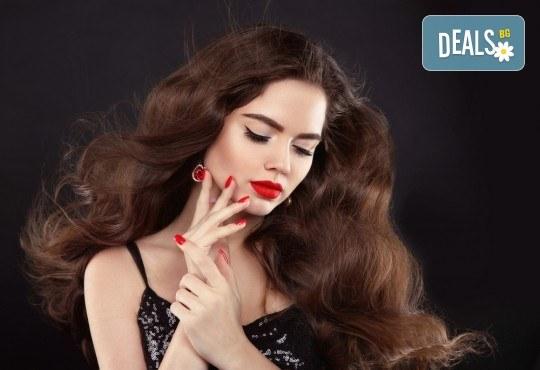 Блестящ цвят! Боядисване с професионални бои Fanola или Alfaparf, подстригване и оформяне със сешоар в Beauty Vision! - Снимка 3