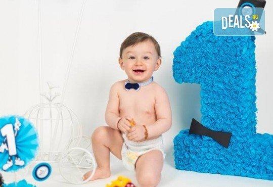 Професионална фотосесия за бебета в студио с 35 обработени кадъра с красиви декори и аксесоари от GALLIANO PHOTHOGRAPHY! - Снимка 10