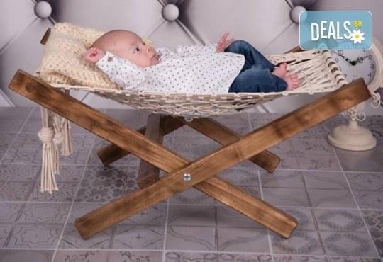 Професионална фотосесия за бебета в студио с 35 обработени кадъра с красиви декори и аксесоари от GALLIANO PHOTHOGRAPHY! - Снимка 18