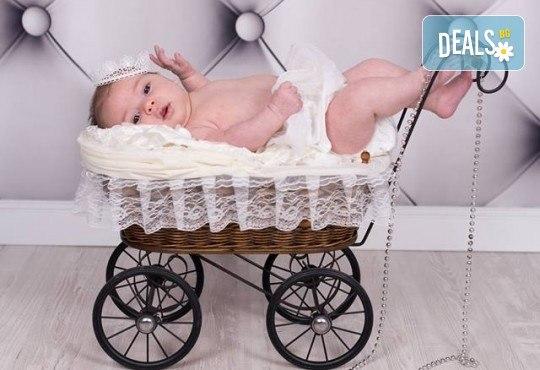Професионална фотосесия за бебета и деца в студио с красиви декори с 35 обработени кадъра от GALLIANO PHOTHOGRAPHY - Снимка 5