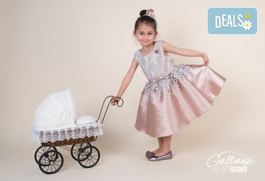 Професионална фотосесия за бебета и деца в студио с красиви декори с 35 обработени кадъра от GALLIANO PHOTHOGRAPHY - Снимка 4