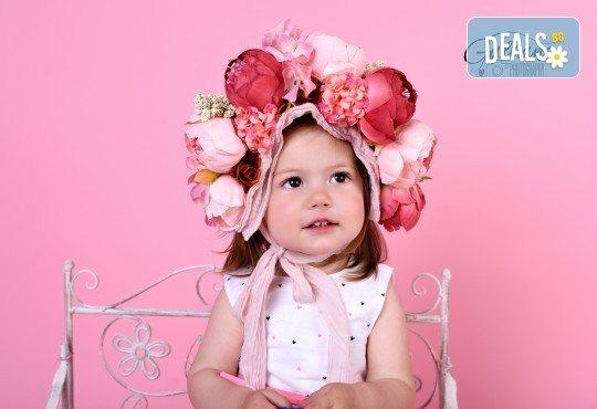 Професионална фотосесия за бебета и деца в студио с красиви декори с 35 обработени кадъра от GALLIANO PHOTHOGRAPHY - Снимка 1