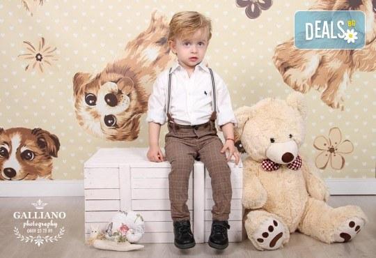 Професионална фотосесия за бебета и деца в студио с красиви декори с 35 обработени кадъра от GALLIANO PHOTHOGRAPHY - Снимка 10