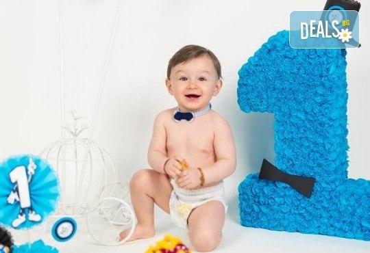 Професионална фотосесия за бебета и деца в студио с красиви декори с 35 обработени кадъра от GALLIANO PHOTHOGRAPHY - Снимка 13