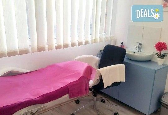 Класически или френски маниюр с гел лак Cuccio или Blue Sky, 2 красиви декорации, СПА терапия за ръце, включваща масаж и ексфолиант и сваляне на гел лак, в студио Beauty Vision! - Снимка 7
