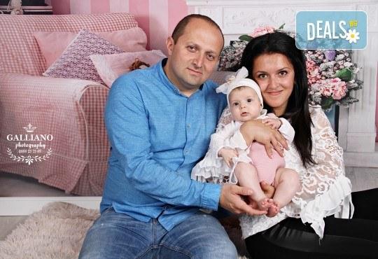 Подарете с любов! Семейна коледна фотосесия с 35 обработени кадъра от GALLIANO PHOTHOGRAPHY - Снимка 6
