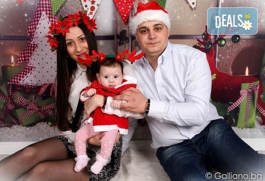 Подарете с любов! Семейна коледна фотосесия с 35 обработени кадъра от GALLIANO PHOTHOGRAPHY - Снимка 3
