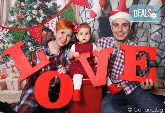 Подарете с любов! Семейна коледна фотосесия с 35 обработени кадъра от GALLIANO PHOTHOGRAPHY - Снимка 1