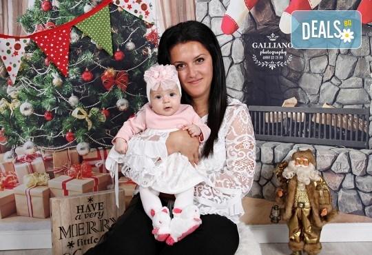 Подарете с любов! Семейна коледна фотосесия с 35 обработени кадъра от GALLIANO PHOTHOGRAPHY - Снимка 10
