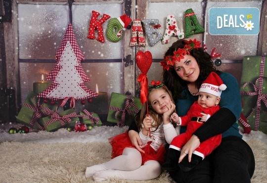 Подарете с любов! Семейна коледна фотосесия с 35 обработени кадъра от GALLIANO PHOTHOGRAPHY - Снимка 8