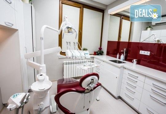 Обстоен дентален преглед, почистване на зъбен камък и зъбна плака с ултразвук и полиране с Air Flow в Deckoff Dental - Снимка 1