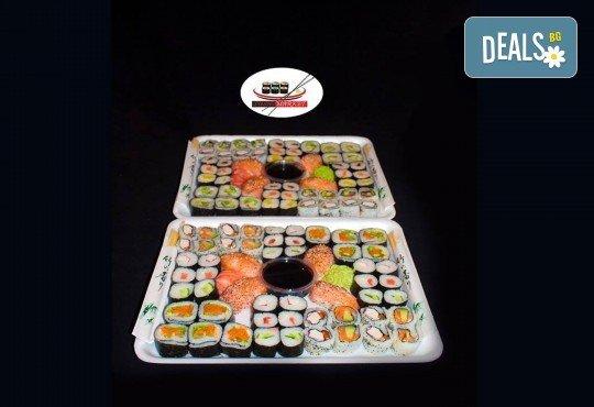 Екзотично и апетитно предложение! 108 суши хапки с филаделфия и розова херинга, пресни зеленчуци и хайвер, пушена сьомга и възможност за доставка от Sushi Market! - Снимка 1