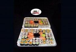 Екзотично и апетитно предложение! 108 суши хапки с филаделфия и розова херинга, пресни зеленчуци и хайвер, пушена сьомга и възможност за доставка от Sushi Market! - Снимка