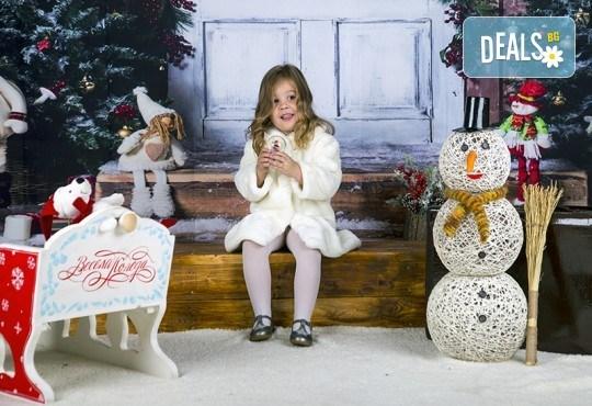 Направете незабравим подарък на себе си или любим човек! Професионална Коледна фотосесия в студио и обработка на всички заснети кадри от Chapkanov photography! - Снимка 2