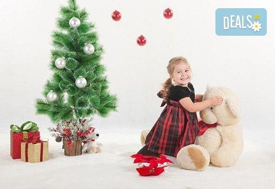 Направете незабравим подарък на себе си или любим човек! Професионална Коледна фотосесия в студио и обработка на всички заснети кадри от Chapkanov photography! - Снимка 12