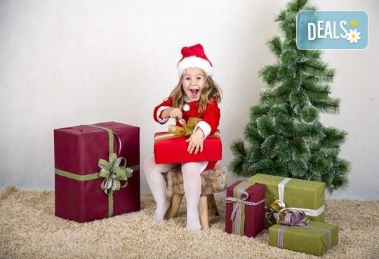 Направете незабравим подарък на себе си или любим човек! Професионална Коледна фотосесия в студио и обработка на всички заснети кадри от Chapkanov photography! - Снимка 6
