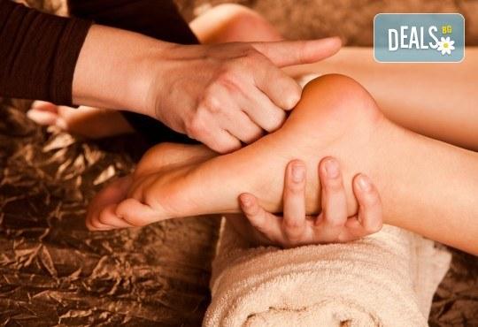 Мощен имуностимулант! Оздравителен масаж на гръб с пчелен мед + йонна детоксикация на стъпала, терапия с бамбуков колан и зонотерапия на стъпала с течен мед и прополис от Senses Massage & Recreation! - Снимка 2