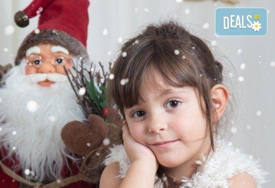 Професионална Коледна фотосесия в студио - индивидуална, детска или семейна, с до 100 обработени кадъра от Arsov Image! - Снимка 5