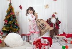 Професионална Коледна фотосесия в студио - индивидуална, детска или семейна, с до 100 обработени кадъра от Arsov Image! - Снимка