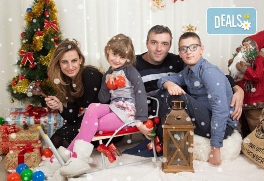 Професионална Коледна фотосесия в студио - индивидуална, детска или семейна, с до 100 обработени кадъра от Arsov Image! - Снимка 2