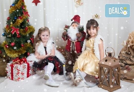 Професионална Коледна фотосесия в студио - индивидуална, детска или семейна, с до 100 обработени кадъра от Arsov Image! - Снимка 3