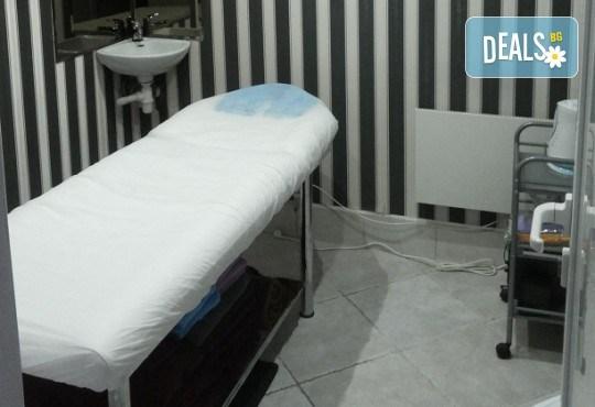 Дълбоко почистване на лице в 10 стъпки, терапия по избор: колагенова мезотерапия или терапия против акне с био козметика на водещата немска фирма Dr. Spiller в студио Beauty, Лозенец! - Снимка 6